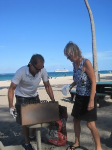 Pierre och Åsa förberder grillen...