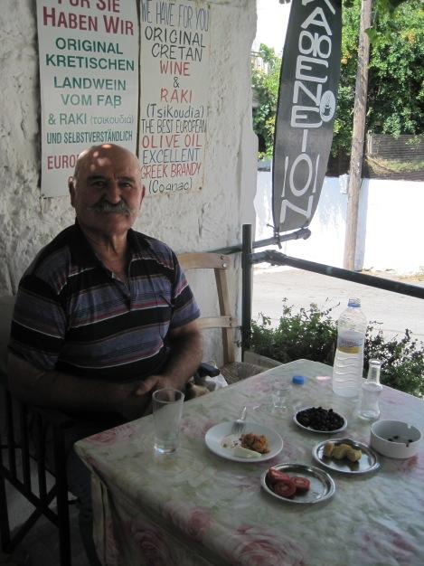 Lunchgäst på Kafenion...