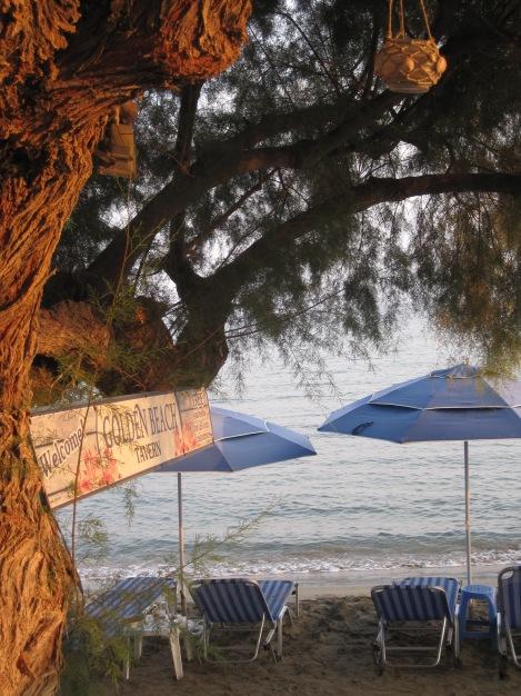 Favoritrestaurangen i byn är Golden Beach...