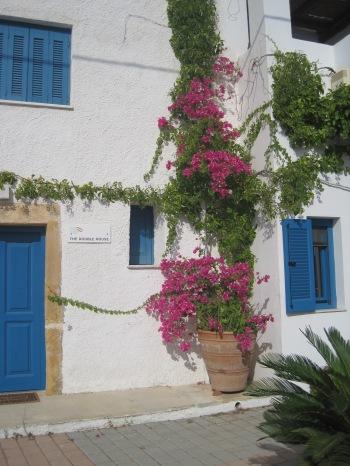 The Double House, ett av de vackra, renoverade husen att hyra i Makrigialos hamn. Klicka på bilden så får du se hur de ser ut på insidan...