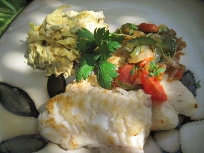Stekt torsk med currycoleslaw och grönsaksfräs...