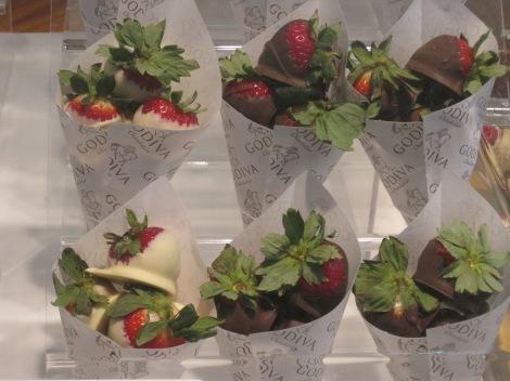 Chokladdoppade jordgubbar på Godiva...