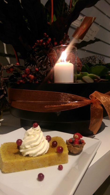 Saffranskaka LCHF på EcoCaféet, receptet kommer härinne på fredag så du hinner baka kakan till Lucia...