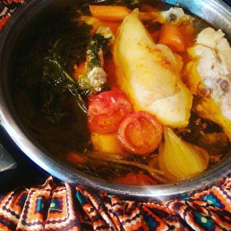 Färdig kycklingbuljong/soppa efter 6-8 timmar i Wonderbag...