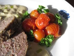 Köttfärslimpa med svampsås