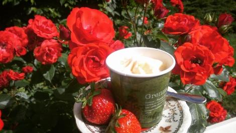 Vaniljglass med jordgubbar