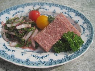 Syrliga grönsaker och kalvsylta