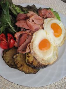Bräckt skinka med ägg
