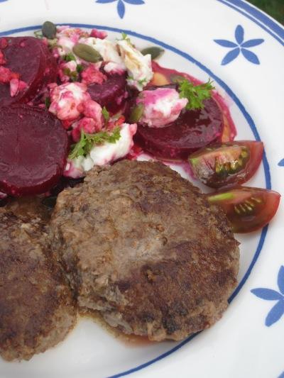 Pannbiff med rödbetor