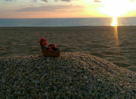 Tomten och jag tog en promenad på en vinterlugn Kleopatrastrand i solnedgången...
