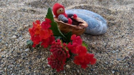 Tomten trivs på stranden, även om det varit väldigt kallt sista tiden i Alanya...