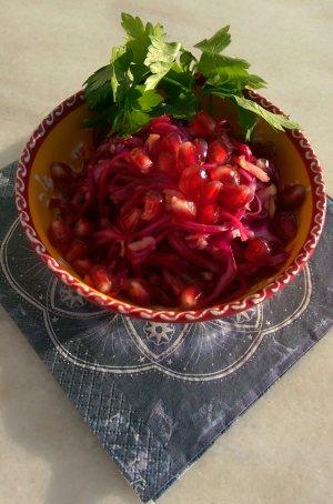Rödkålssallad med ingefära, äpple och citron
