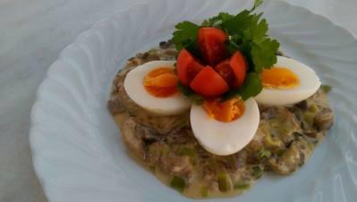 Kokta ägg med svampstuvning