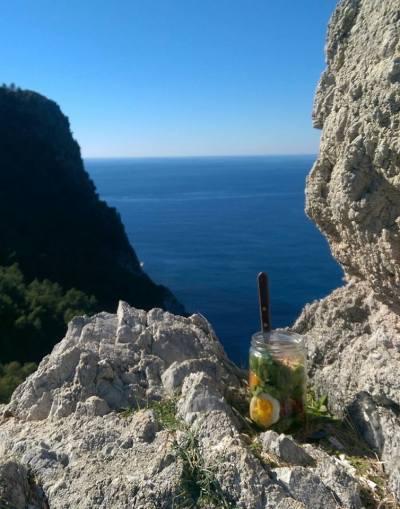 Picknick på klippan i Alanya