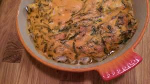 Rullströmming med majonnäs, ramslök och chilisås...